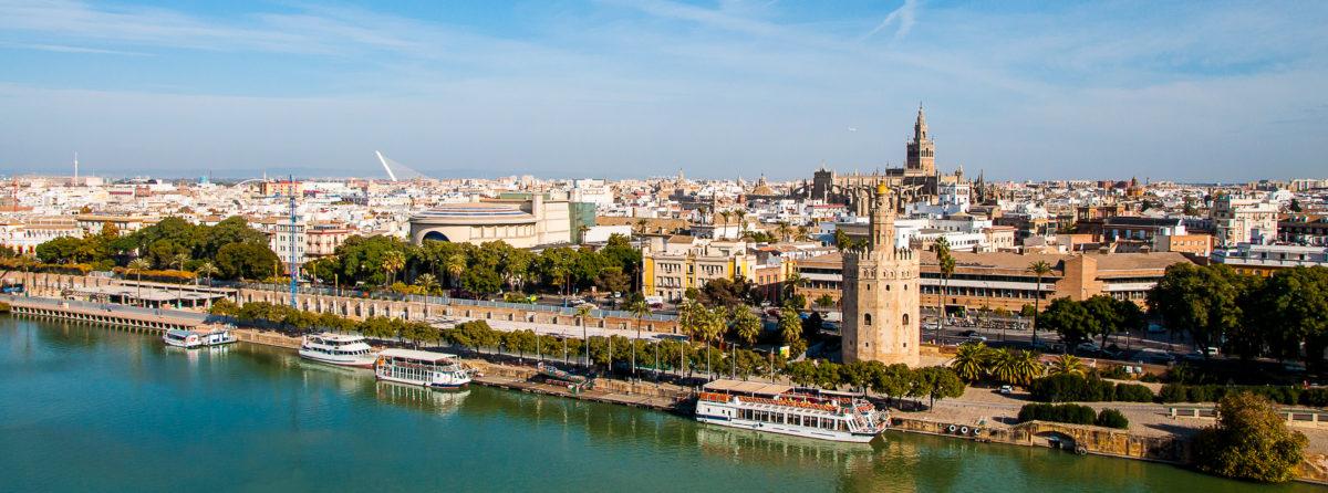 La Torre del Oro, emblema de la ciudad de Sevilla